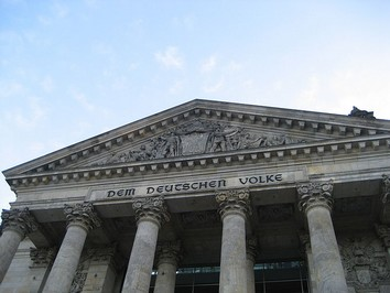 800px-Bundestag_building_1-2.jpg